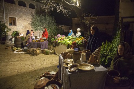 El Mercat  Fent sabó Collint olives  Castanyera000