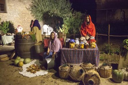 El Mercat  Fent sabó Collint olives  Castanyera003