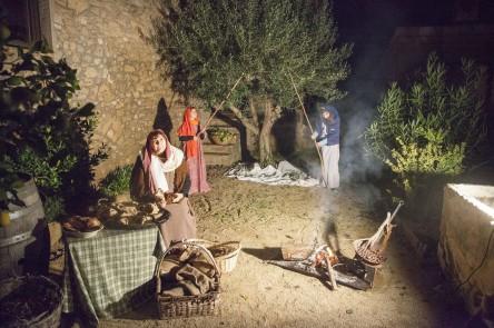 El Mercat  Fent sabó Collint olives  Castanyera004